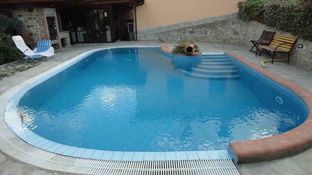 Progettazione e costruzione piscine arezzo - Piscine semi interrate ...