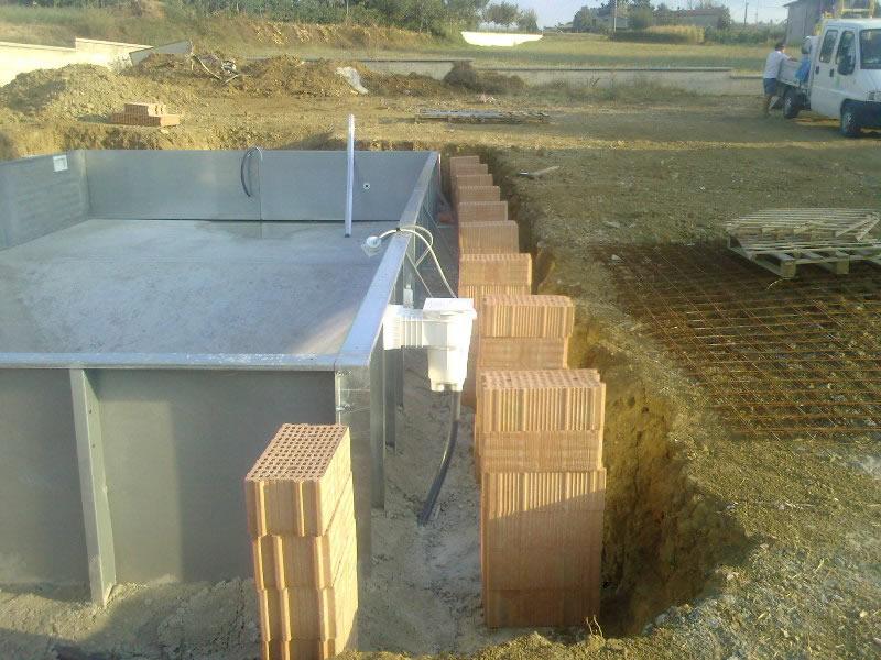 Fasi realizzazione piscina come costruire una piscina for Costruire un garage su un terreno in pendenza