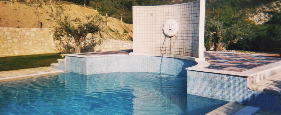 Piscina interrata con fontana